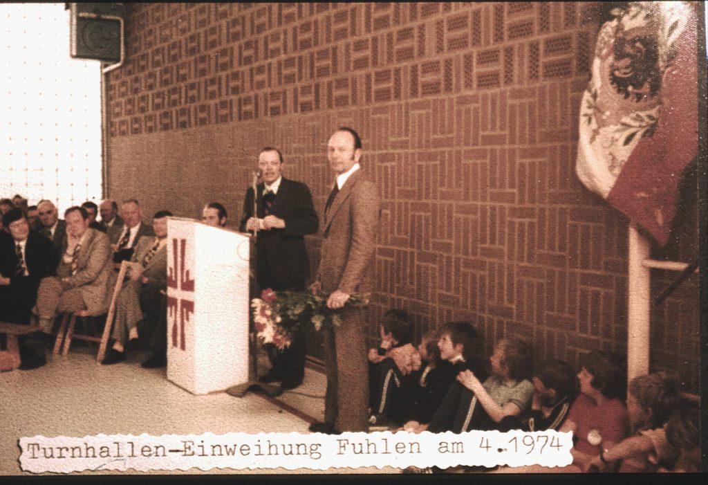 1974: Einweihung der Sporthalle